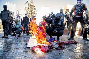 عکس/ پرتاب اولین گاز اشک آور بایدن سمت مردم