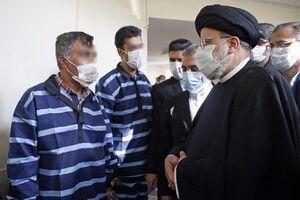 عکس/ گفتوگوی رییس دستگاه قضا با زندانیان