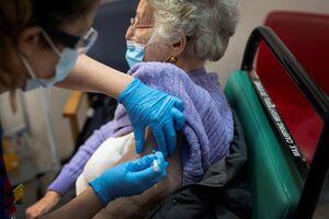 اختلالات خونی و مرگ با دریافت واکسنهای آمریکایی کووید-۱۹/ صدور مجوز فایزر و مدرنا توسط نهادی که اعضای جنین انسان را به موش پیوند میزند +عکس و فیلم