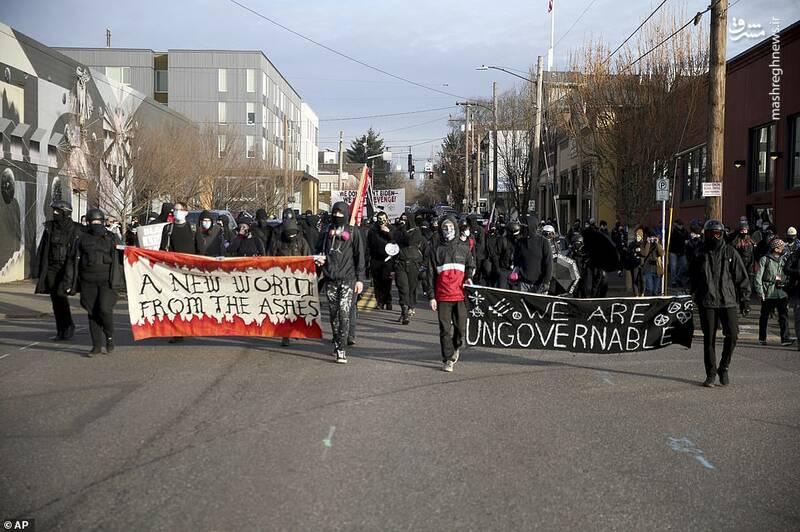 حضور معترضان در خیابان های پورتلند همزمان با پایان مراسم تحلیف