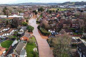 تصویر هوایی از آبگرفتگی معابر در انگلیس