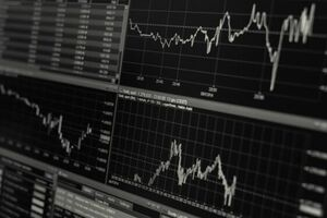 کاهش نسبی قیمت نفت در بازار جهانی - کراپشده