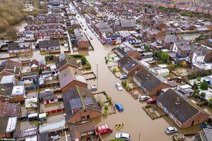 طوفان و سیل شمال انگلیس را در نوردید
