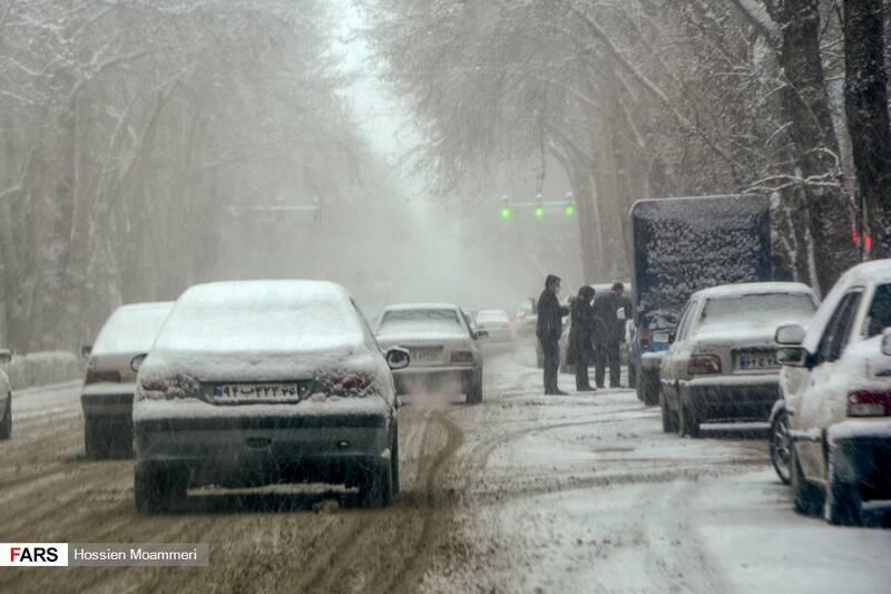 بارش شدید برف و لغزندگی خیابان ها در بجنورد
