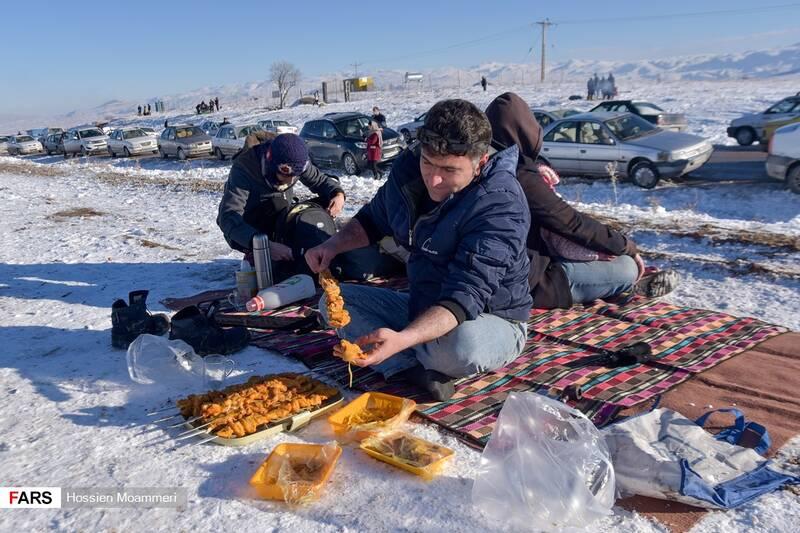 جوجه کباب در دل برف بعد از تیوپ سواری