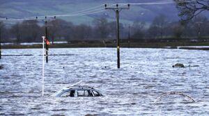 عکس/ خودروهای غرق شده در سیل انگلیس