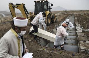 عکس/ دفن قربانیان کرونا در آنکارا