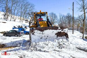 عکس/ بازگشایی راههای روستایی و برف گیر آستارا