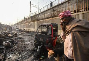 عکس/ آتش سوزی سنگین در محله فقیرنشین هند