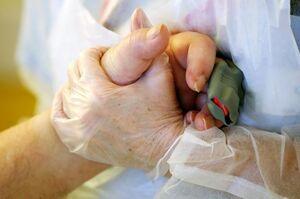 عکس/ مرگ و زندگی در واحدهای کرونایی بیمارستان