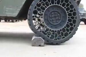 فیلم/ لاستیکهای جدید در خودروهای نظامی