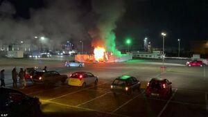 عکس/ آتش زدن یک مرکز تست کرونا در هلند