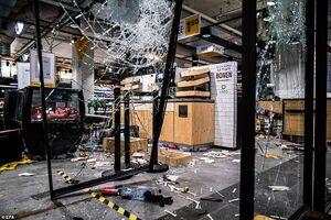عکس/ غارت فروشگاهها در هلند