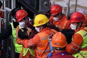 عکس/ نجات معدنچی از زیر آوار پس از دو هفته