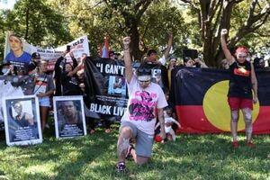 تظاهرات علیه بدرفتاری با بومیان استرالیا