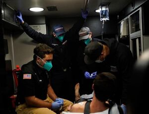 عکس/ روزهای شلوغ آمبولانسهای کالیفرنیا