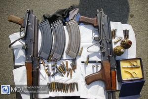 عکس/ سارقان مسلح به کلاشنیکف و نارنجک