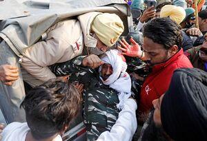 عکس/ تظاهرات کشاورزان هند به خون کشیده شد
