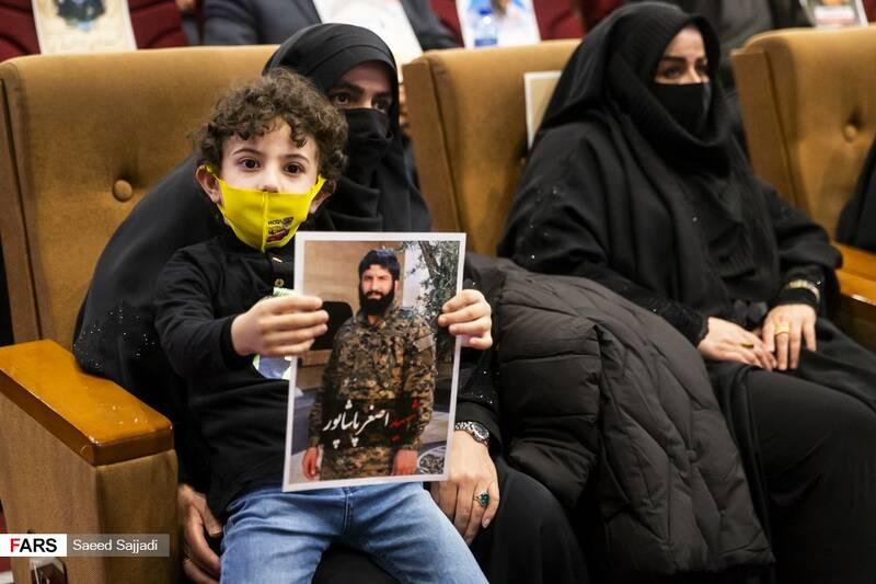 فرزندان شهید اصغر پاشاپور در نخستین مراسم سالگرد شهادت شهید پاشاپور
