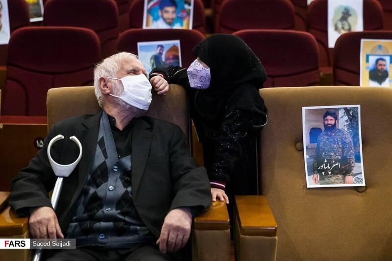 فرزند شهید پورهنگ و پدر شهید اصغر پاشاپور در نخستین مراسم سالگرد شهادت شهید پاشاپور