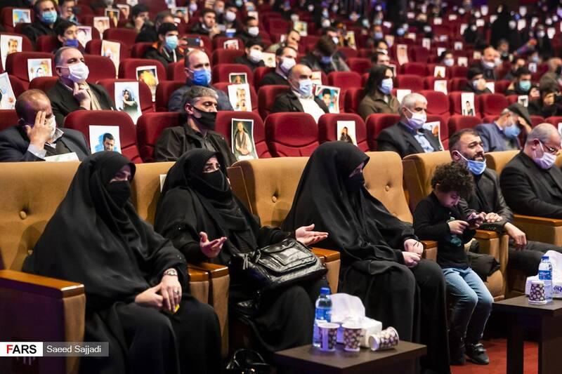 خانواده شهید اصغر پاشاپور در نخستین مراسم سالگرد شهادت شهید پاشاپور