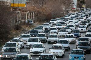 با وجود تاکیدات ستاد مبارزه با کرونا ترافیک سنگین در روز جمعه در جادههای منتهی به ییلاقات مشهد هر هفته تکرار میشود.