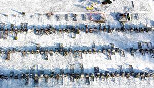 قبرستان کرونایی ها در یک روز برفی