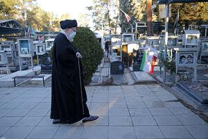 فیلم/ رهبر معظم انقلاب در گلزار شهدای تهران