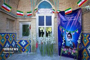 عکس/ گلباران حجره طلبگی امام خمینی(ره) در اراک