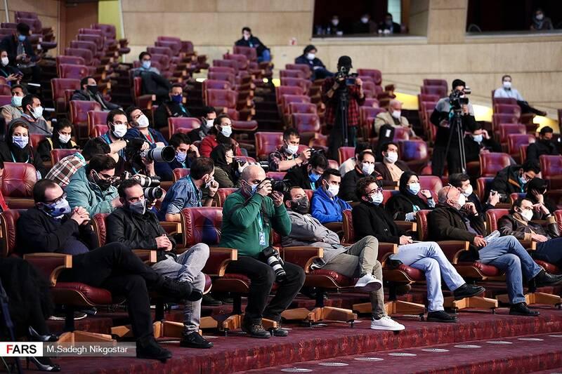اصحاب رسانه حاضر در نشست خبری در روز نخست سی و نهمین جشنواره فیلم فجر
