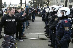 فیلم/ دستگیری معترضان به محدودیتها توسط پلیس اتریش