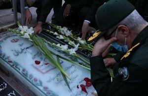 عکس/ حضور سرلشکر باقری بر مزار شهید سلیمانی