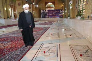حضور روحانی در گلزار شهدا تهران