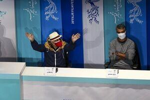 حاشیههای دومین روز جشنواره فیلم فجر/ از هشدار ستاد کرونا تا شوخی رضا عطاران با ماسک - کراپشده