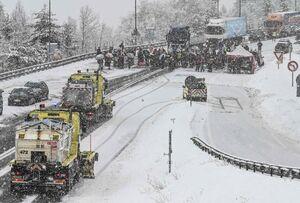 عکس/ مسدود کردن جاده توسط معترضین فرانسوی