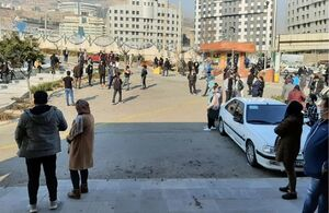 فیلم/دعاخوانی مردم مقابل بیمارستان برای شفای انصاریان