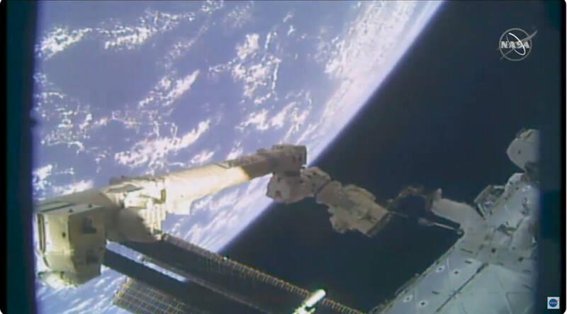 باتریهای ایستگاه فضایی بینالمللی ارتقا یافت +فیلم