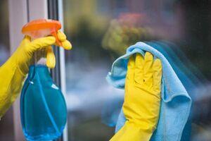 نحوه صحیح تمیز کردن شیشهها در زمان خانه تکانی
