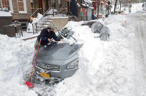 عکس/ بارش برف زندگی را در نیویورک مختل کرد