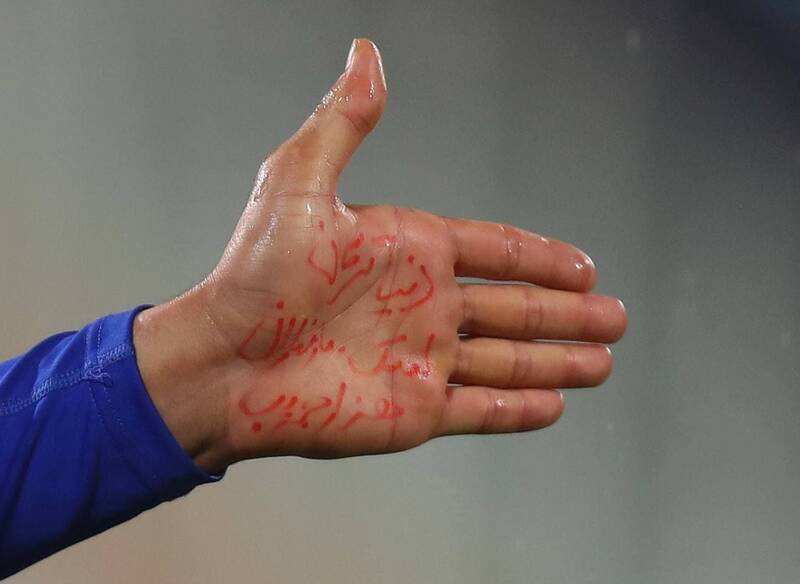 عکس/ گل استقلال به انصاریان تقدیم شد