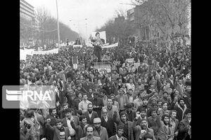 عکس/ راهپیمایی مردم تهران در حمایت از امام خمینی(ره)