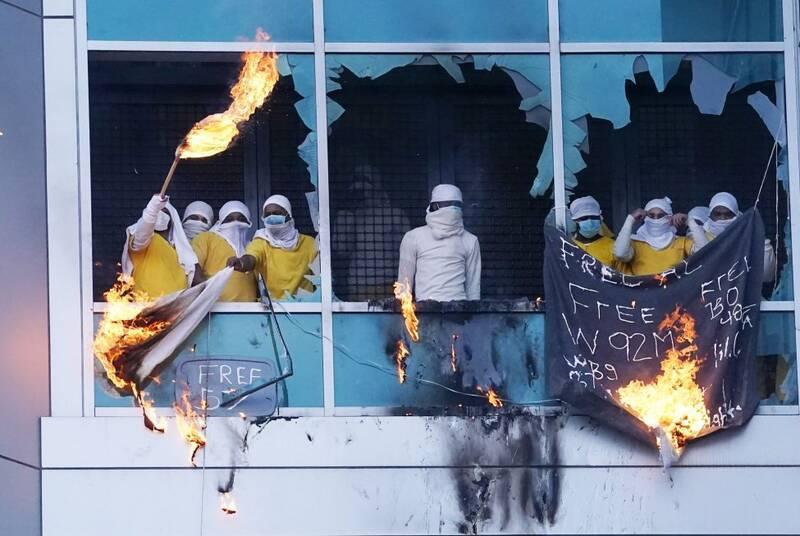 فیلم  سومین شورش در زندان سنت لوییس آمریکا؛ اعتراض زندانیان به شرایط کرونایی