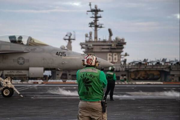 رزمایش مشترک ناوگروههای تهاجمی آمریکا در دریای جنوبی چین +عکس