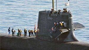 عکس/ برخورد یک زیردریایی با یک کشتی باری در ژاپن