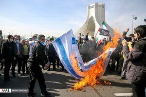 آتش زدن پرچم آمریکا و اسرائیل در تهران