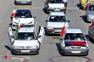 عکس/ خودنمایی پرایدی متفاوت در راهپیمایی ۲۲ بهمن