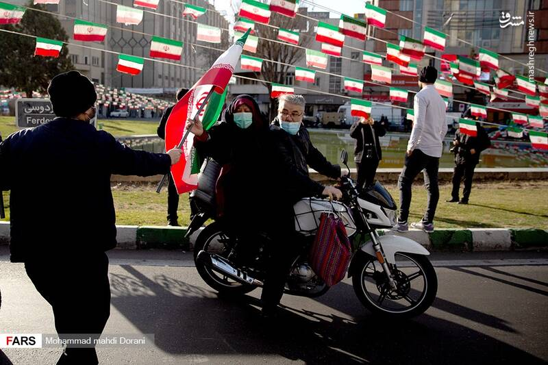 راهپیمایی  متفاوت یومالله ۲۲ بهمن آغاز شد + فیلم و تصاویر