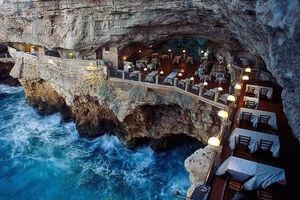 عکس/ رستوران زیبایی داخل غاری در ایتالیا
