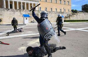 عکس/ درگیری بین پلیس با دانشجویان در آتن