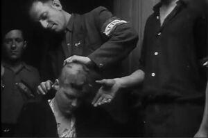 فیلم/ تراشیدن موی سر زنان متهم و چرخاندن در شهر